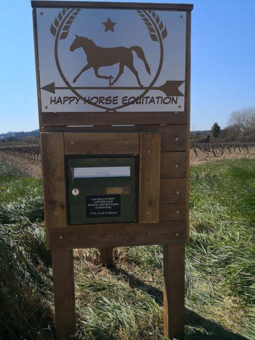 Suivez la flèche et le cheval!